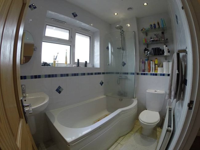 Room to rent in Garretts Green - 3 Double 1 single Room Birmingham Airport Solihull - Image 4