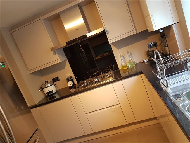 Room to rent in Lampton - Double Room Available Bills inclusive - Image 2