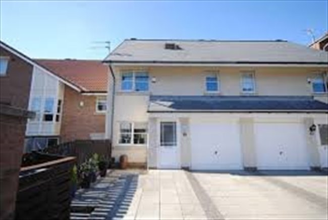 Room to rent in Sunderland - Room to let in 4 bedroom house on Roker Marina - Image 1