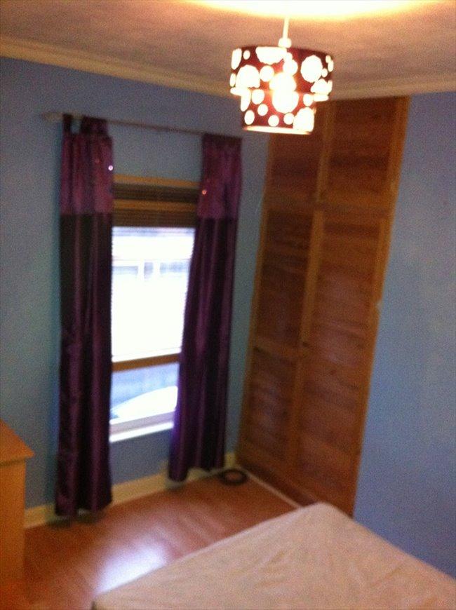 Room to rent in Stoke Aldermoor - Comfortable clean  modern room - Image 2