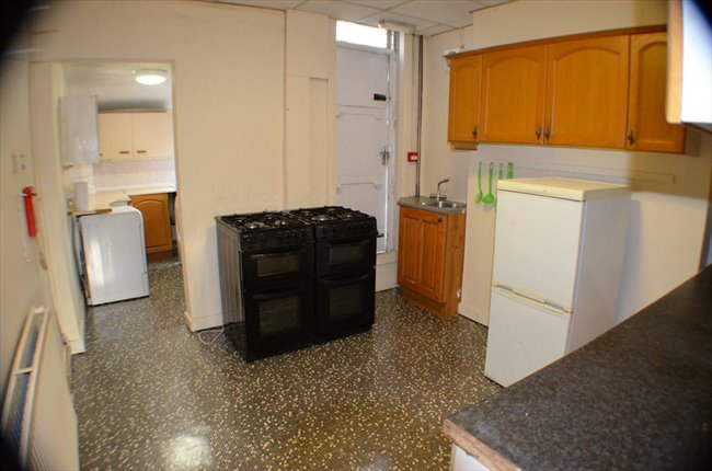 Room to rent in Withington - Beautiful Double Room in Withington - NO DEPOSIT!! - Image 4