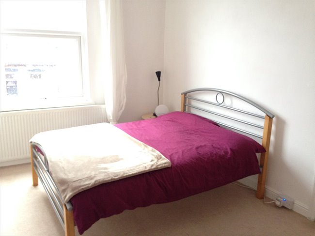 Room to rent in Hyde Park - Furnished double room in Burley Park £350pcm - Image 1