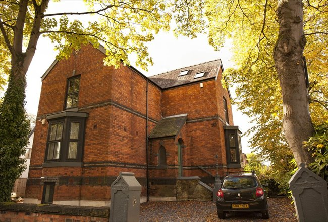 Room to rent in Fallowfield - Double Bedroom in Large Four-Story, Modern Detached House - Image 1