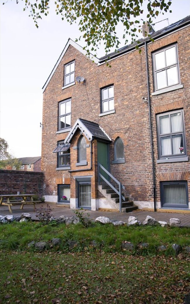 Room to rent in Fallowfield - Double Bedroom in Large Four-Story, Modern Detached House - Image 3