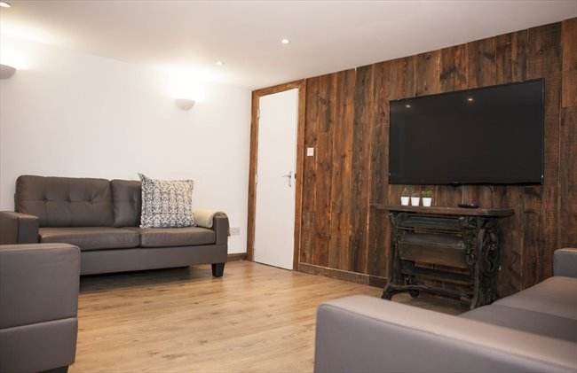 Room to rent in Fallowfield - Double Bedroom in Large Four-Story, Modern Detached House - Image 8