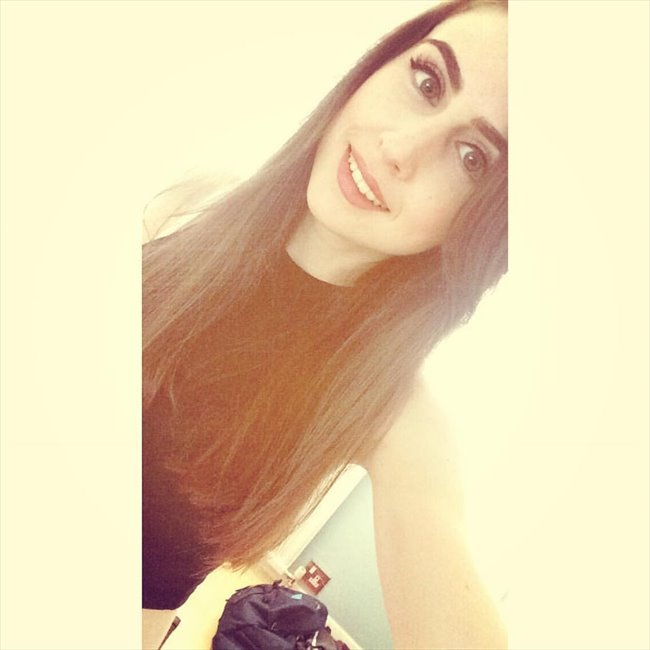 Lauren - Professional - Female - Guildford - Image 1