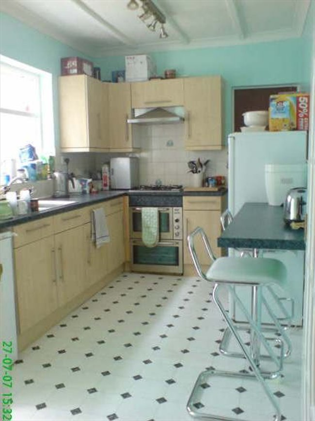 DOUBLE ROOM with private loft annexe, Portsmouth - Southsea - Image 2