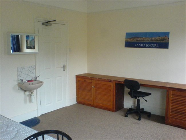 Flatshare - Basingstoke and Deane - ROOMS TO LET IN BASINGSTOKE TOWN CENTRE | EasyRoommate - Image 2