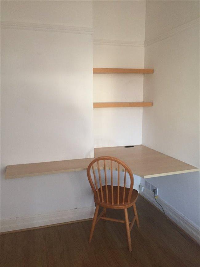 Flatshare - Harrogate - One bedroom available in large 2 bedroom flat south side of Harrogate | EasyRoommate - Image 6