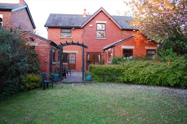 Double room in a large character property - Penwortham - Image 2