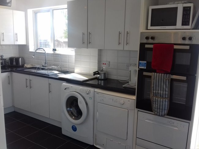 Flatshare - Northampton -  BRIGHT AND BEAUTIFUL DOUBLE ROOM  IN NN5 6BA | EasyRoommate - Image 5