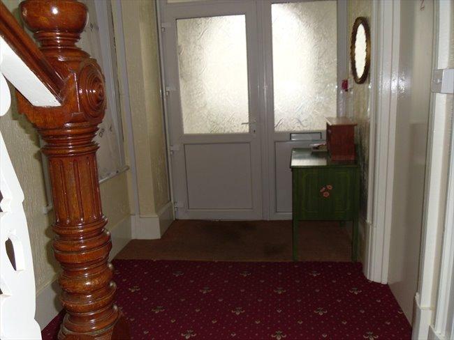 Rooms to rent - Folkestone - Image 4
