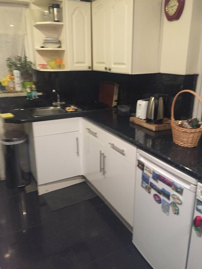 LARGE DOUBLE BEDROOM AVAILABLE - Enfield, North London - Image 2