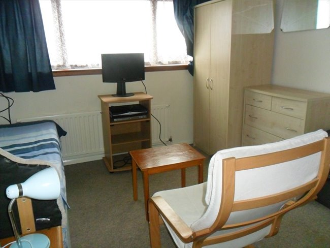 Flatshare - Southampton - Spacious Bed/Sitting Room | EasyRoommate - Image 2