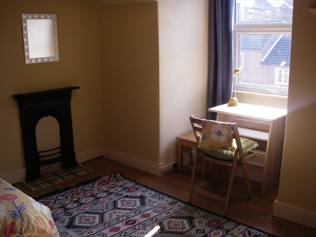 Spacious furnished attic room in Victorian house - Nottingham - Image 3