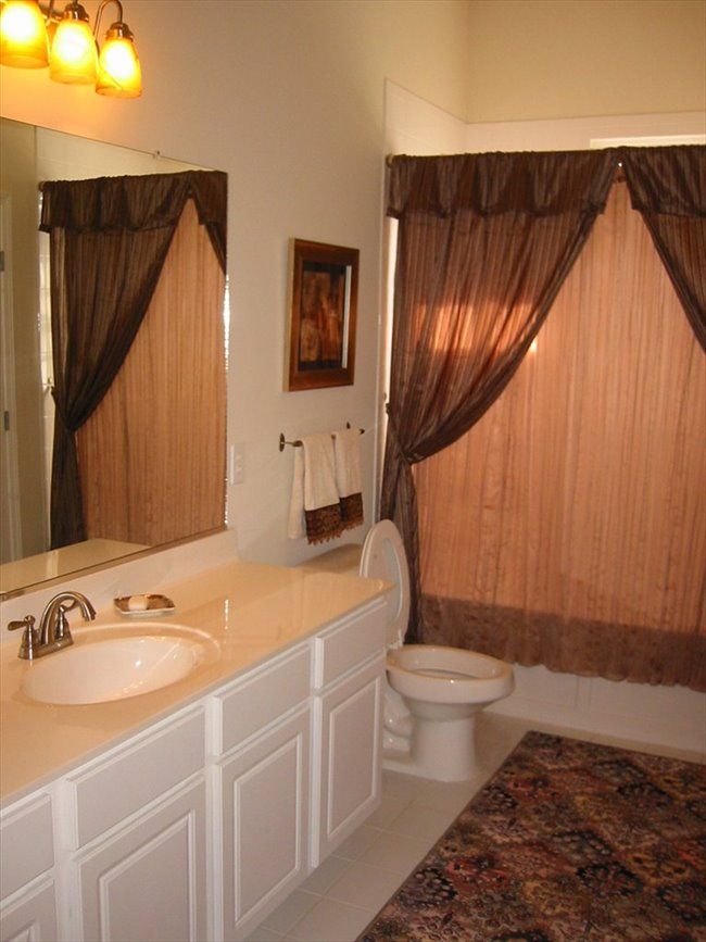 Room for rent in Roswell - Furnished Luxury Condo w/ Garage - Image 4