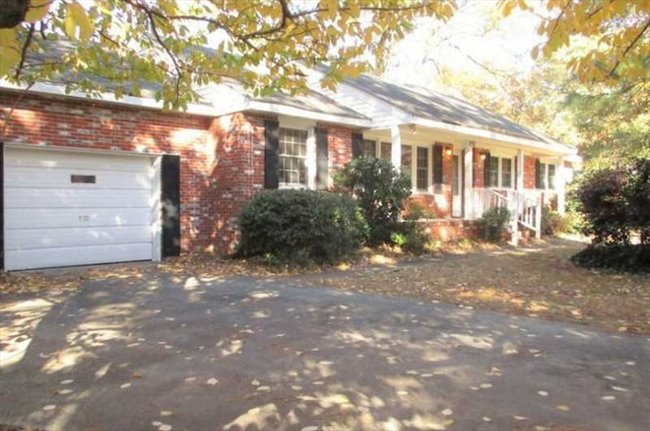 Roomshare virginia beach large room for rent 15x15 in for What is the square footage of a 15x15 room