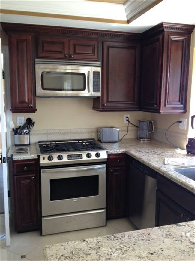 Roomshare ladera ranch 800 room for rent unfurnished
