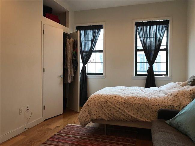 Room for rent in Williamsburg - Large bedroom in duplex, Prime Williamsburg /private entrance  - Image 1