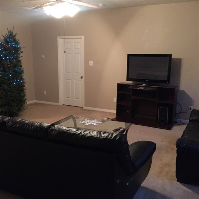 Room for rent in Carverdale - Rooms available in new house near Fairbanks and 290 - Image 3