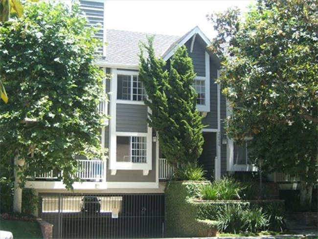 Roomshare - Castle Heights - Available room for rent in a 2/2 in Culver City  | EasyRoommate - Image 1