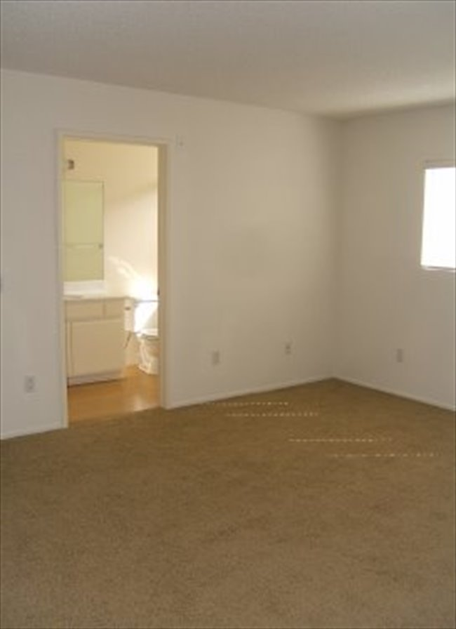 Roomshare - Castle Heights - Available room for rent in a 2/2 in Culver City  | EasyRoommate - Image 4