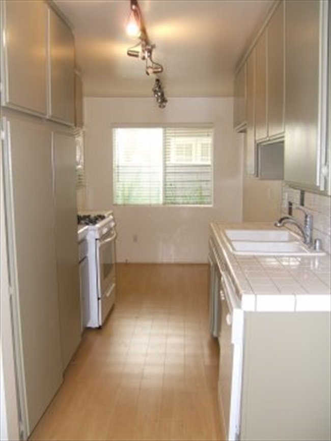 Roomshare - Castle Heights - Available room for rent in a 2/2 in Culver City  | EasyRoommate - Image 5