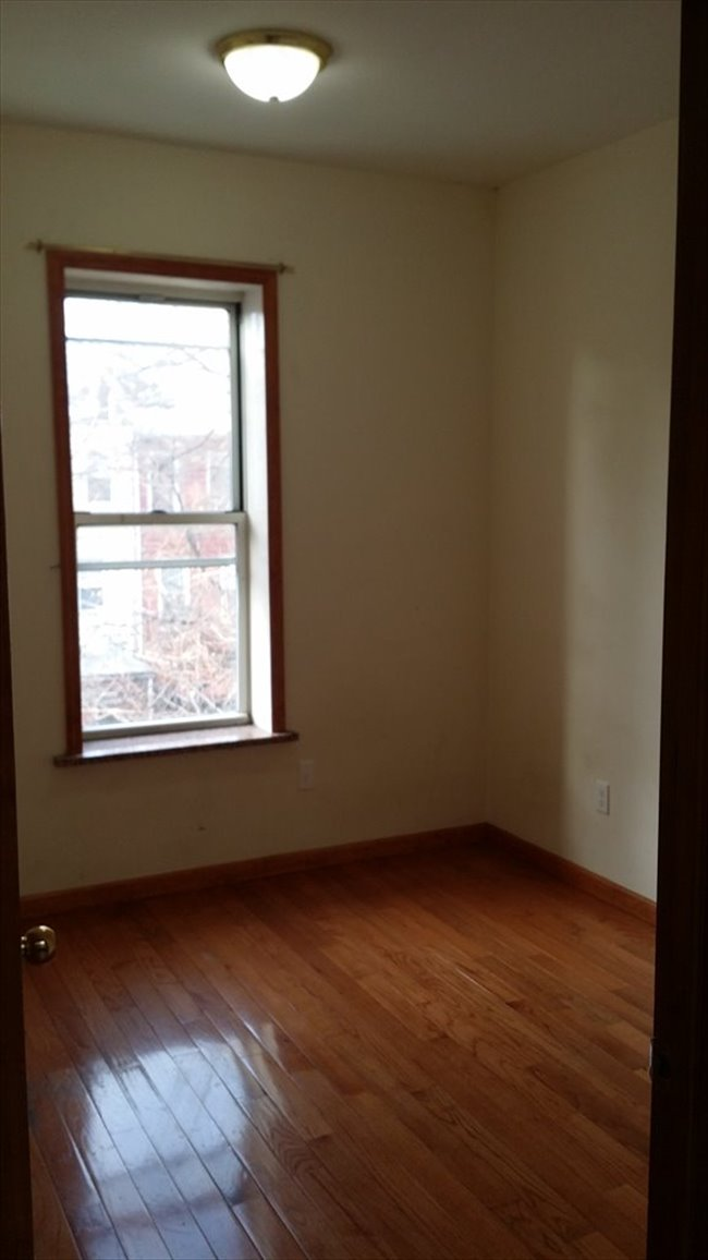 Roomshare - Sunset Park - Small and affordable room in sunset park   EasyRoommate - Image 1