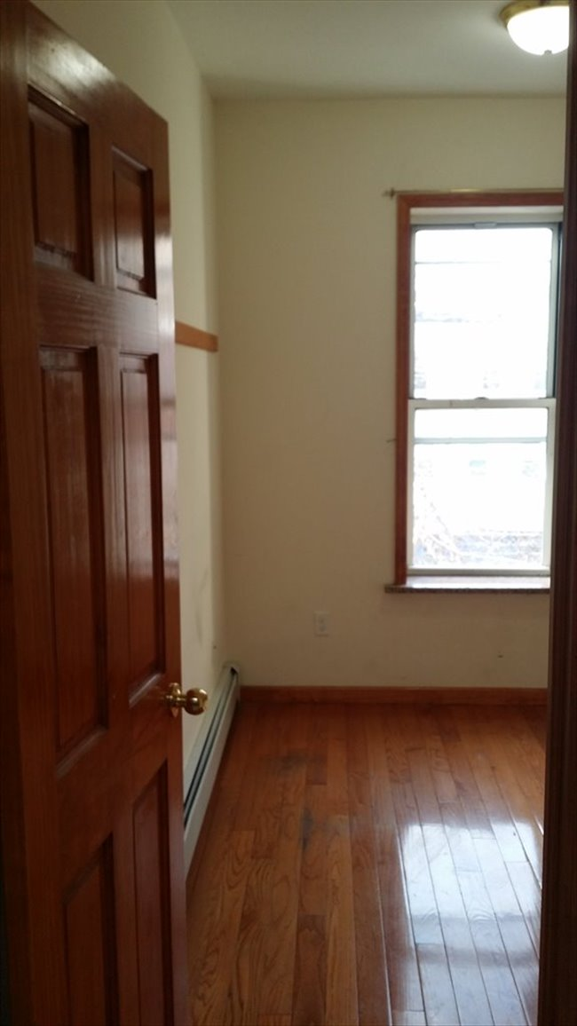 Roomshare - Sunset Park - Small and affordable room in sunset park   EasyRoommate - Image 2