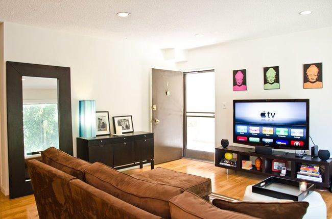 Roomshare - West Hollywood - Furnished room for rent ensuite bathroom    EasyRoommate - Image 1