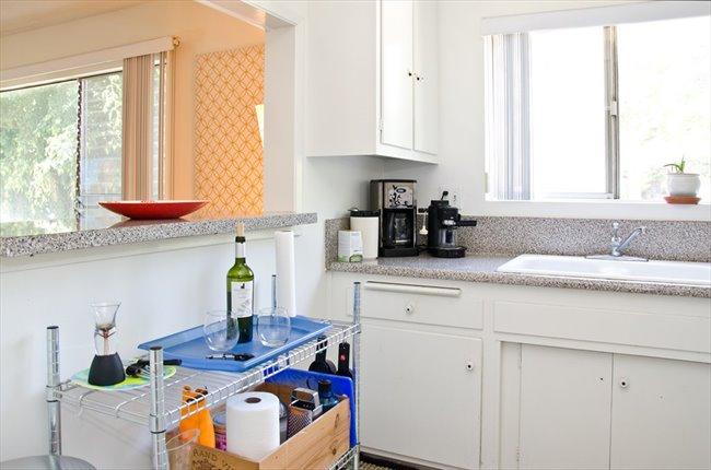 Roomshare - West Hollywood - Furnished room for rent ensuite bathroom    EasyRoommate - Image 6
