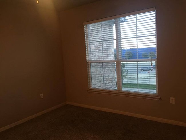 Room for rent in Spring Branch East - Master Bedroom ready for move in! -Unfurnished- - Image 3