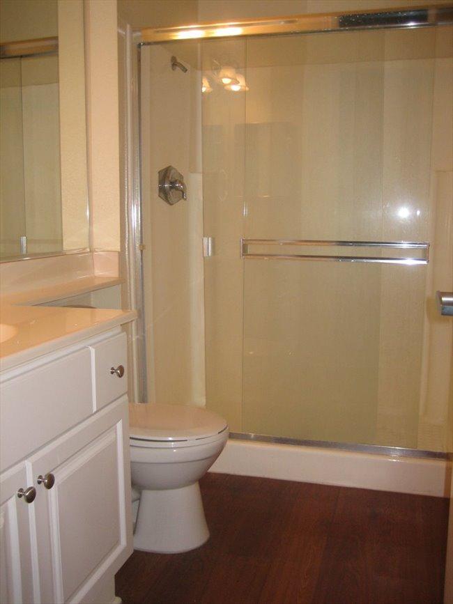 Huge Master Bedroom with Private Bathroom 4 Female - Del Cerro, Central Inland - Image 4