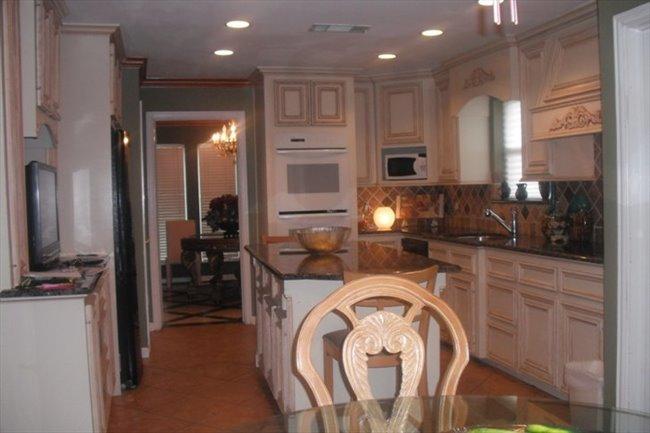 Roomshare - Houston - Room for rent | EasyRoommate - Image 2