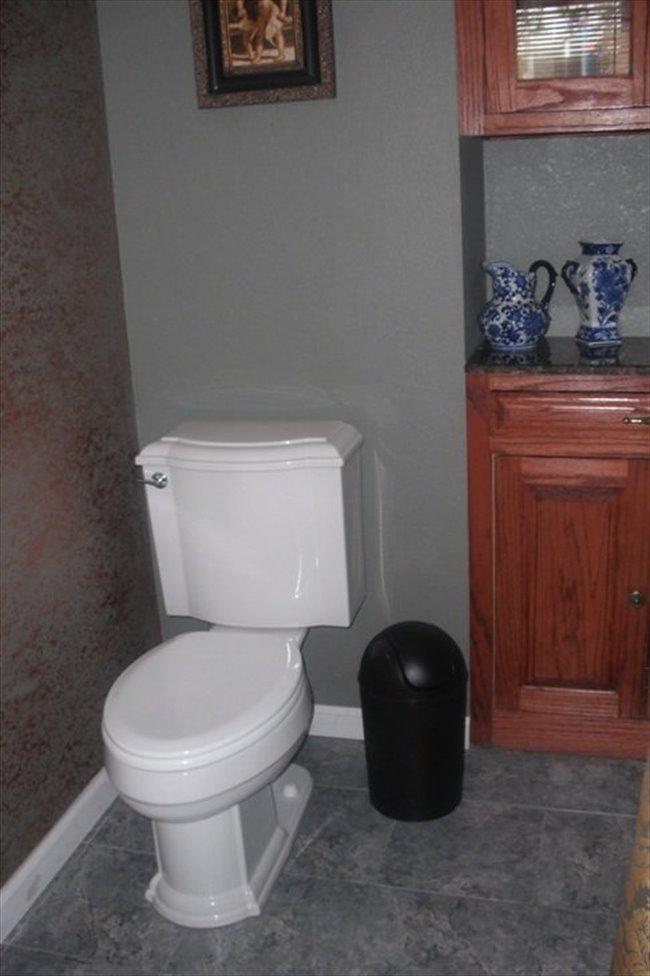 Roomshare - Houston - Room for rent | EasyRoommate - Image 5