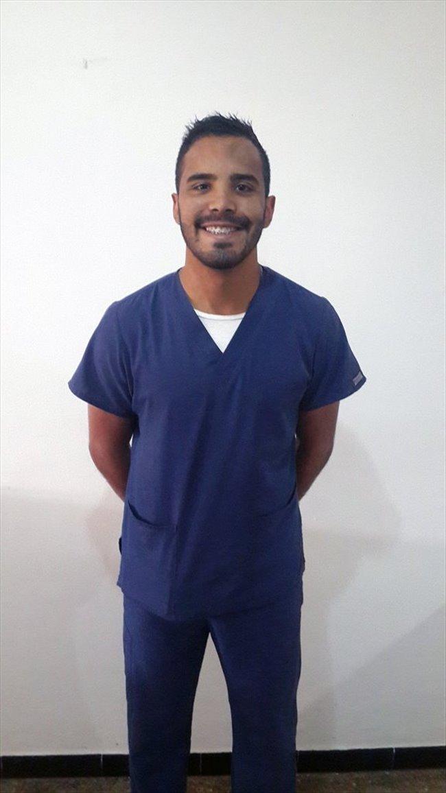 Carlos - Profesional - Pareja - Caracas - Image 1