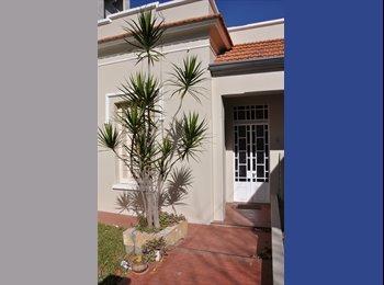 Casa antigua - Habitaciones simples y dobles