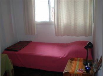 Alquilo habitación individual a mujer.
