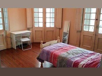 Depto estilo francés; habitaciones con balcones en el...