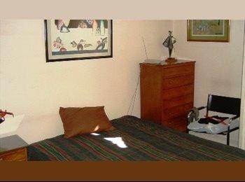 Regia ubicación, habitación luminosa y amplia