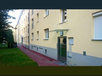 Die 80 m2 Wohnung (3 Zimmer) ist teilmöbliert.