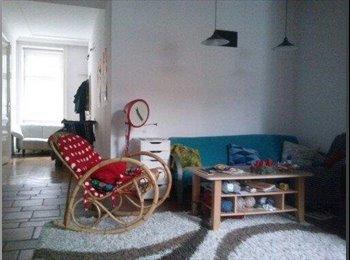 Schönes Wg Zimmer in Altbauwohnung