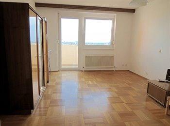 EasyWG AT - Zimmer mit Aussicht 21m2 + Balkon - Innenstadt, Graz - 340 € pm