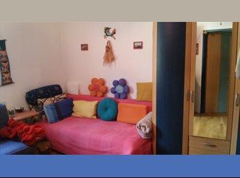Zwischenmieter für möbliertes 15 m² Zimmer Feb-Juni
