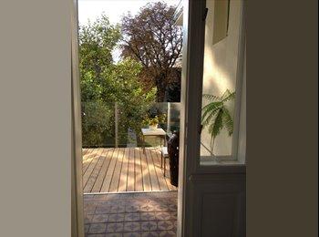Schönes  Zimmer in Altbauwohnung mit Garten und Balkon