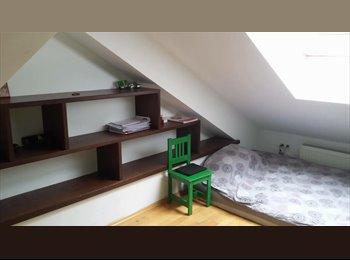 EasyWG AT - Möbliertes WG Zimmer in der Nähe von Längefeldgasse U-Bahn Station, Wien - 380 € pm
