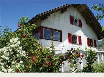 WG in Haus mit Garten