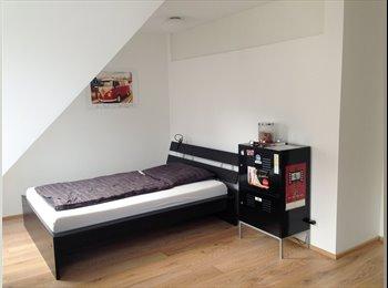 EasyWG AT - Wunderschönes 18m² DG-Zimmer inkl. eigenem Badezimmer, Wien - 550 € pm