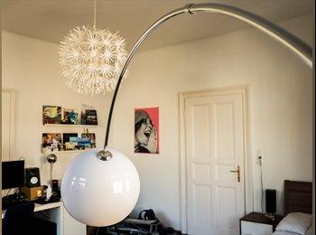 2 schöne, geräumige Altbauzimmer in zentraler Lage