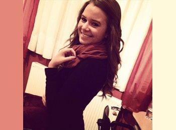 Eszter - 19 - Student